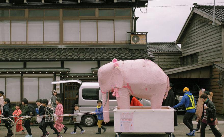 ピンクの象が佐渡に来た(2)羽茂温泉でシンポジウム
