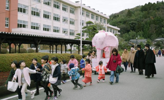 ピンクの象が佐渡に来た(1)羽茂大市へ