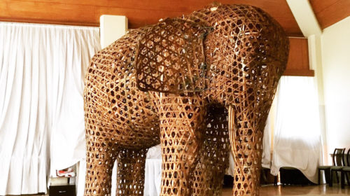 羽茂温泉で展示中の竹象