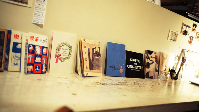 JUHA のカウンターの本たち